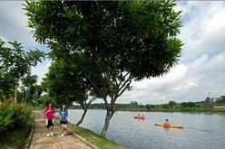 Jogging Track di sisi danau BSB