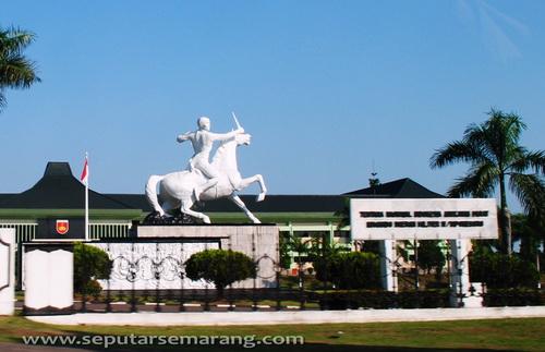 Patung Diponegoro Kodam IV Diponegoro