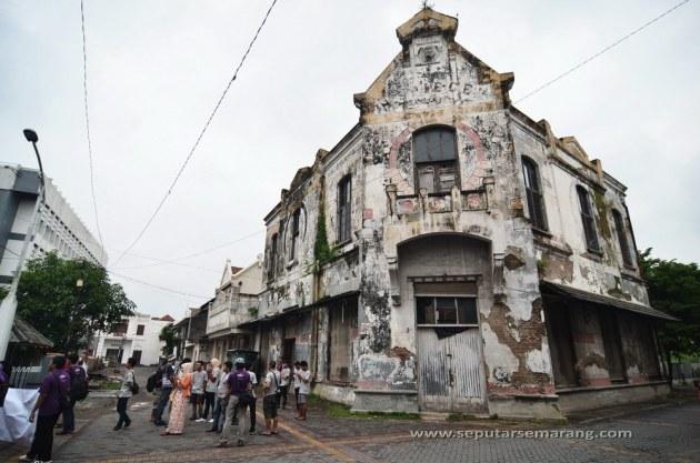 Foto Gedung Spiegel Kota Lama Semarang