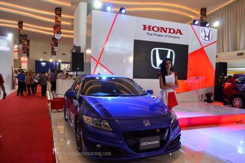 Honda CRZ dan Model Cantik Seksi