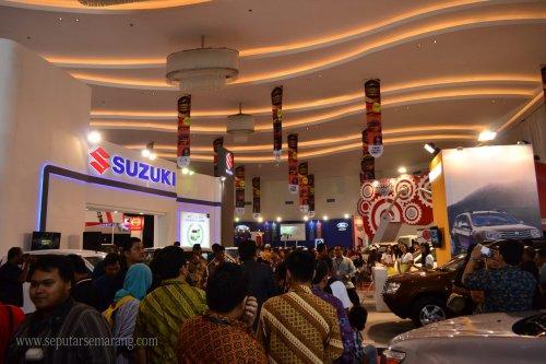 Pengunjung Pameran Mobil Semarang