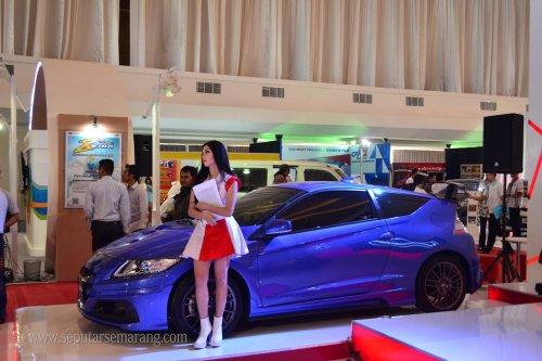 SPG Cantik Pameran Mobil Semarang