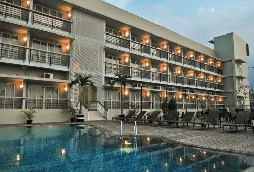 Gambar Balcony dan kolam renang