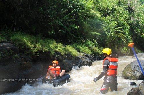 Serunya Arung Jeram Kali Kreo Dengan Water Tubing