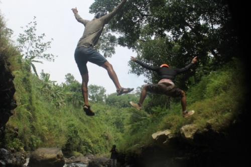 Melompat ke sungai kreo semarang