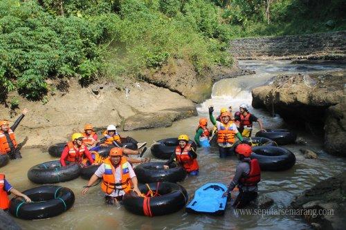 Water Tubing di Kali Kreo