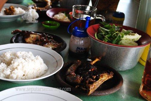 Foto Hidangan bebek bakar Semarang
