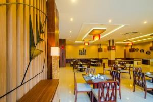 Amazing De Combrang Resto Normans Hotel