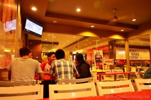 Gambar Interior KFC Semarang MT Haryono