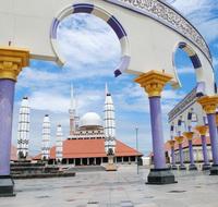 masjid diantara pilar