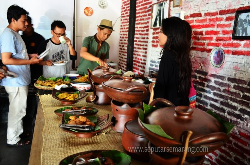 Waroeng Makces – Coffee Shop & Angkringan